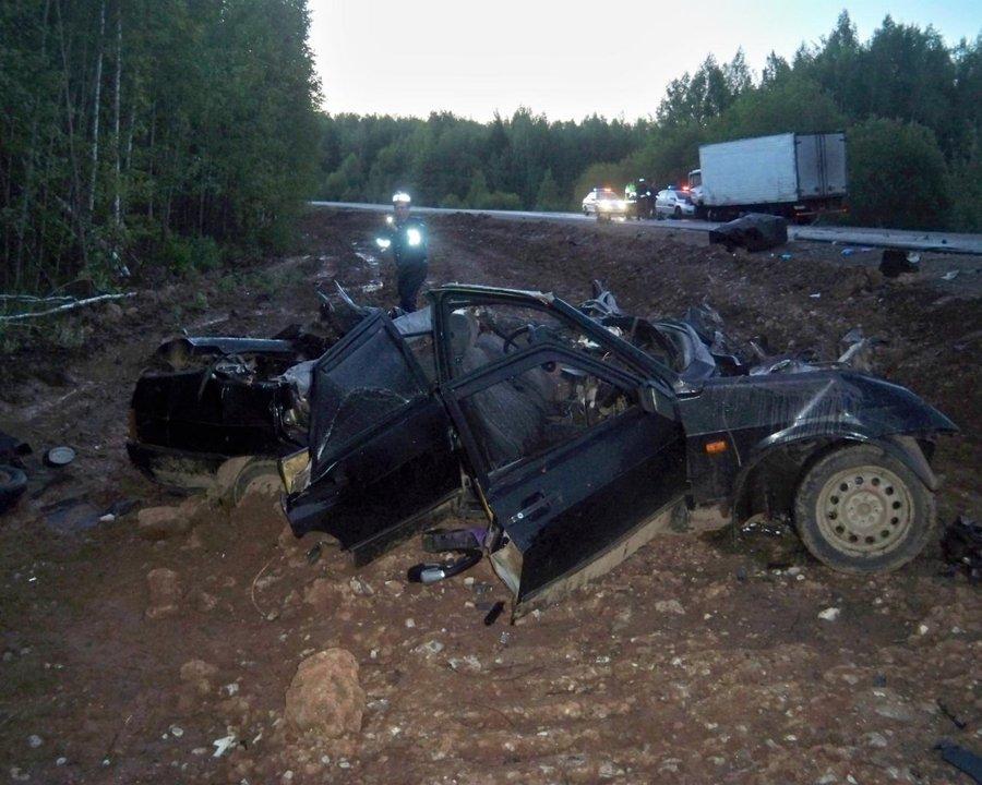 В Очерском районе три человека погибли в ВАЗ 21099 - фото 1