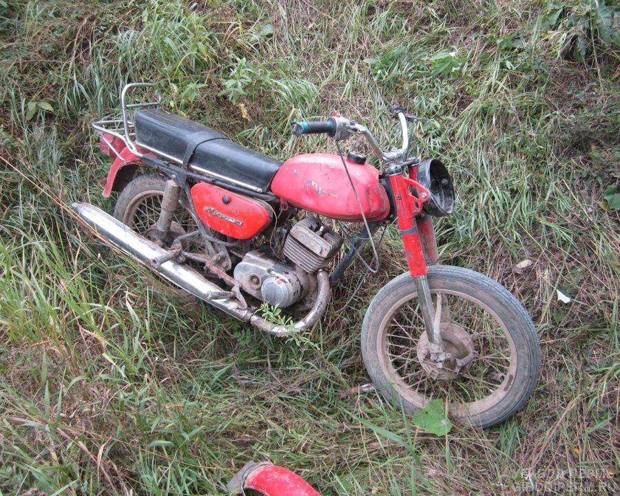 На автодороге в Березовском районе перевернулся мотоцикл