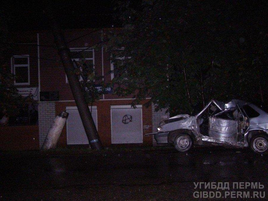 В Чусовом водитель «пятнашки» врезался в столб и погиб - фото 1