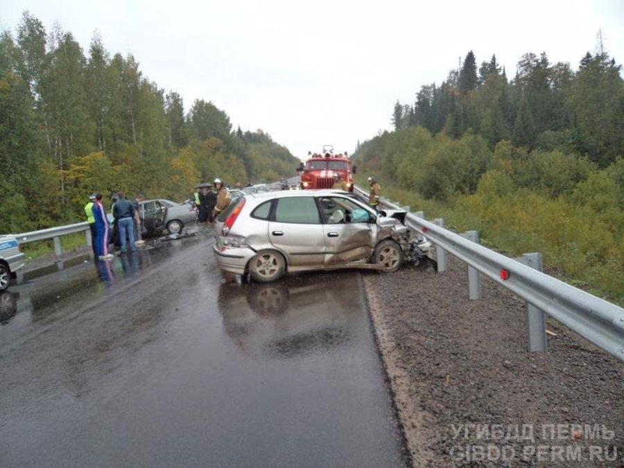 На автодороге Кунгур — Соликамск «десятка» врезалась в две машины