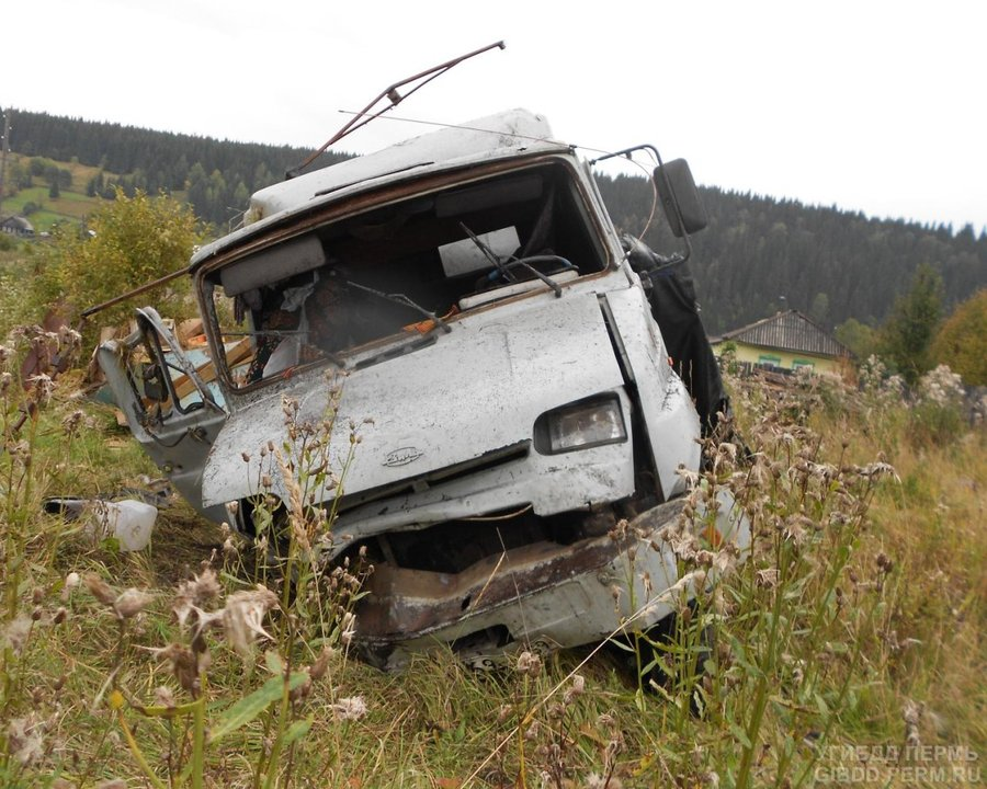 В Гремячинском районе в перевернувшемся грузовике погиб пассажир