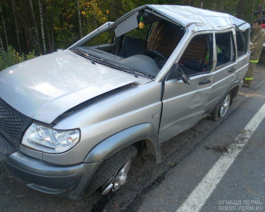 На федеральной трассе в Пермском крае перевернулся УАЗ Патриот - фото 1