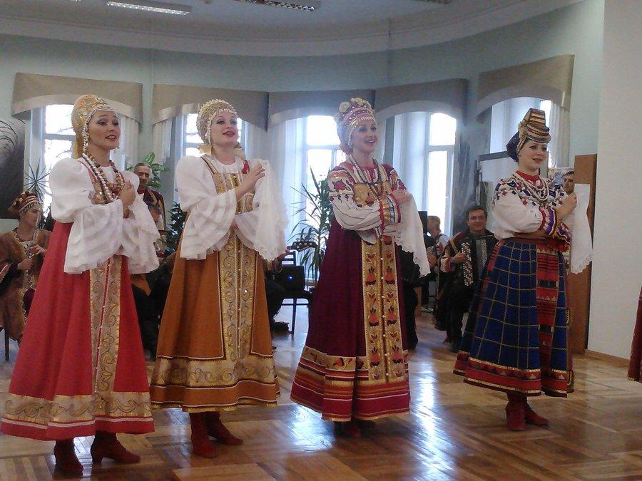 В библиотеке имени Пушкина выступила пермская «Ярмарка» - фото 1
