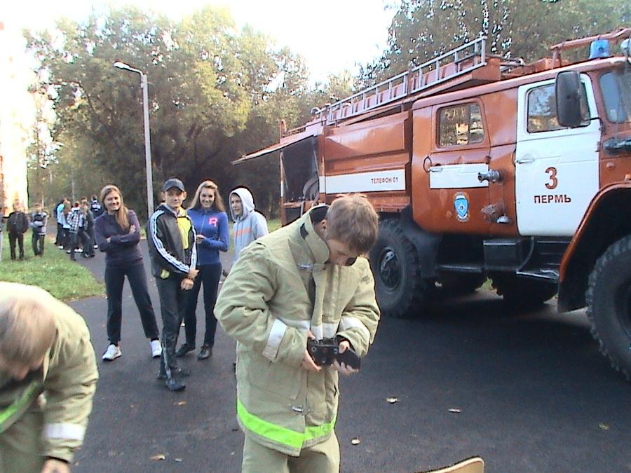 В пермской школе №74 первый учебный день прошел с пожарными
