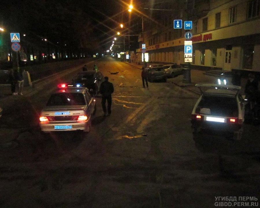 В Свердловском районе Перми Джили подбил три автомобиля - фото 1