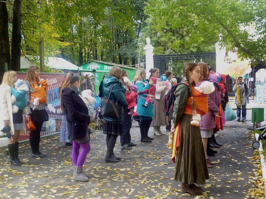 В пермском парке выступили «слингомамы»