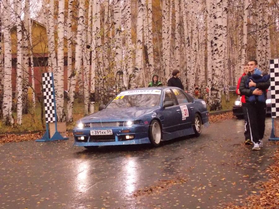 В Перми на автодроме собрались любители тюнингованных авто - фото 1