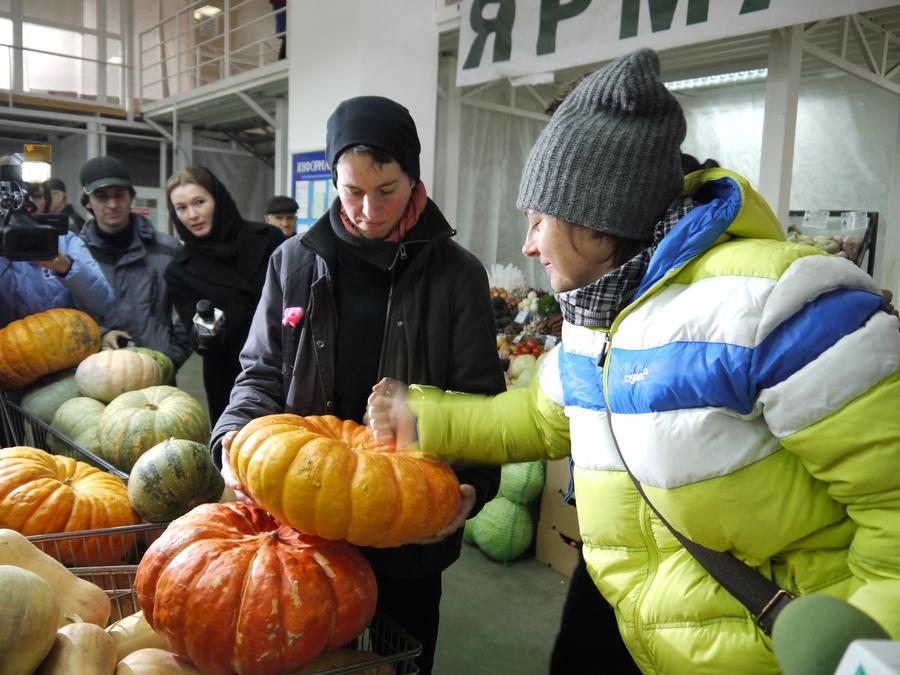 Венский овощной оркестр сегодня закупил инструменты на рынке в Перми