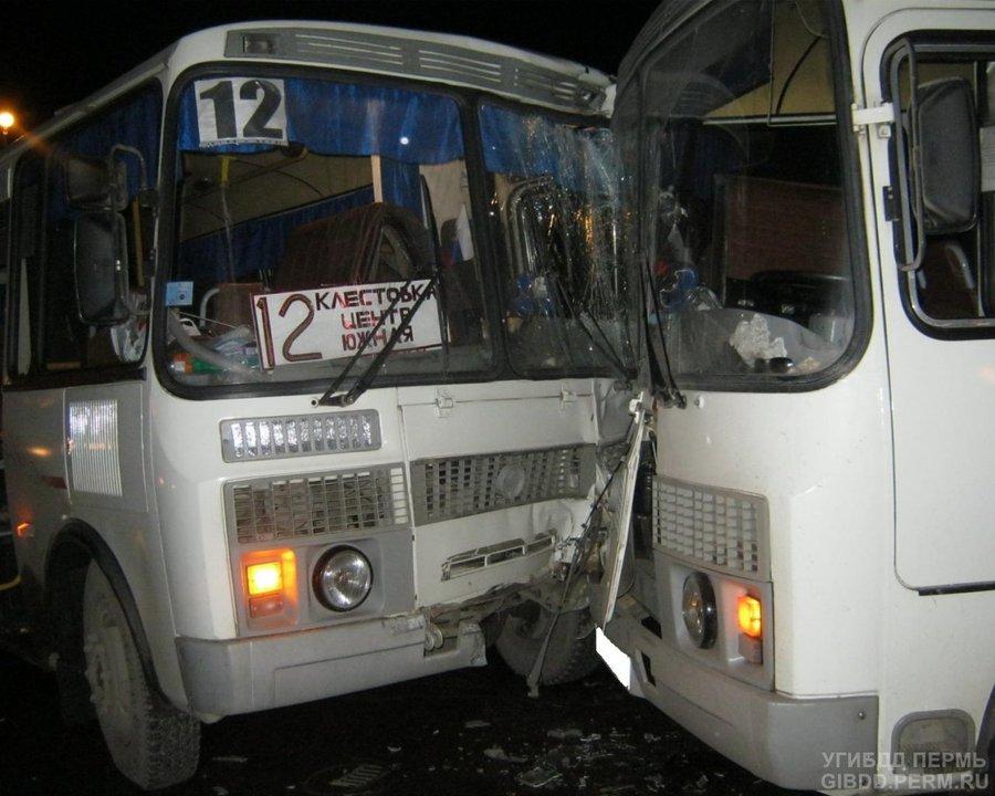 В Березниках столкнулись два автобуса, три пассажира травмированы