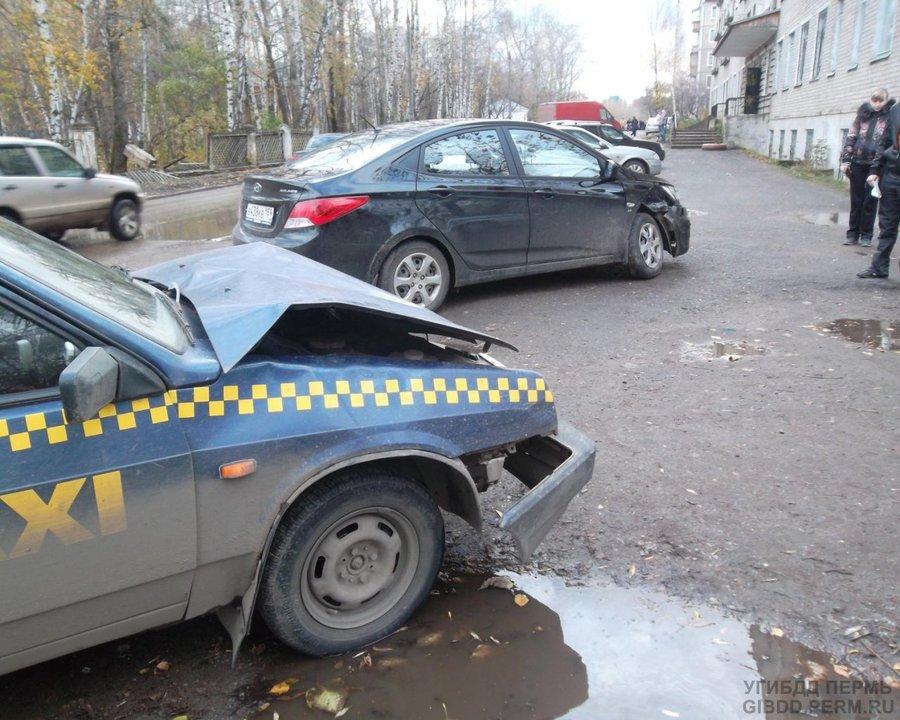 В Кировском районе Перми произошло столкновение Хендая с ВАЗом - фото 1