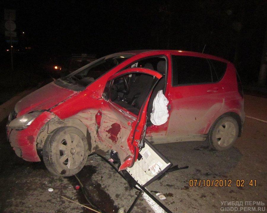 В Орджоникидзевском районе женщина на Мерседесе неумело развернулась