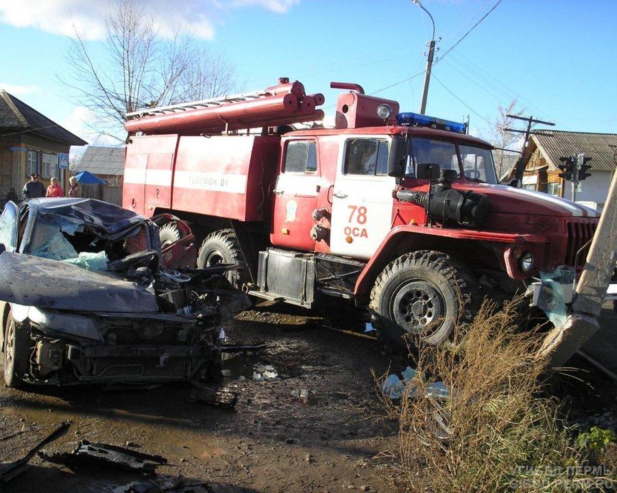 В Осе в столкновении с Уралом погиб водитель иномарки