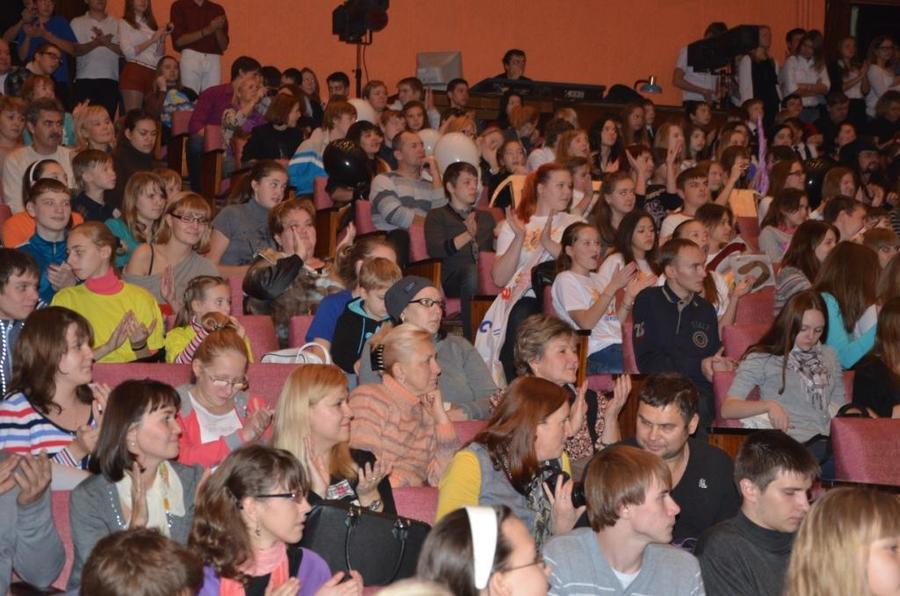 В Перми выступили 45 школьных команд КВН - фото 1