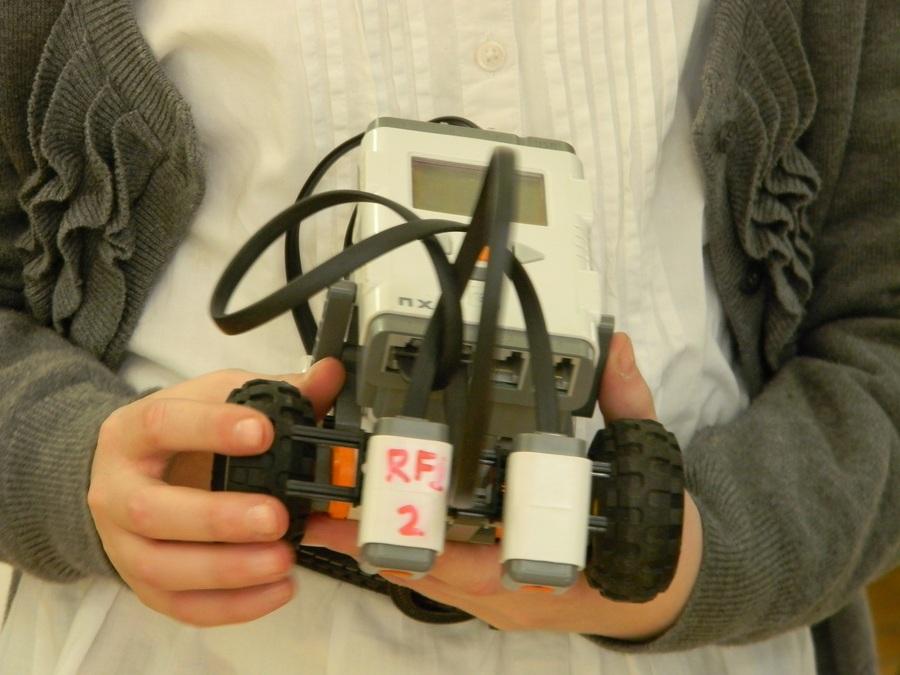 На соревнованиях в Перми первое место - у робота-мусоросборщика - фото 2