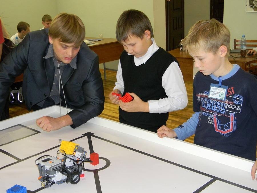 На соревнованиях в Перми первое место - у робота-мусоросборщика - фото 5