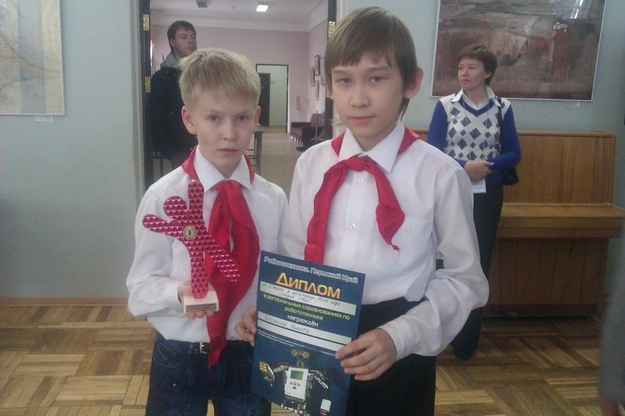На соревнованиях в Перми первое место - у робота-мусоросборщика - фото 11