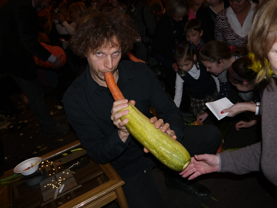 Овощи с пермского рынка в руках Венского оркестра запели
