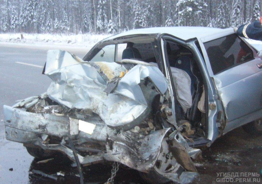 В Чусовском районе в лобовом столкновении погибли два человека, трое ранены