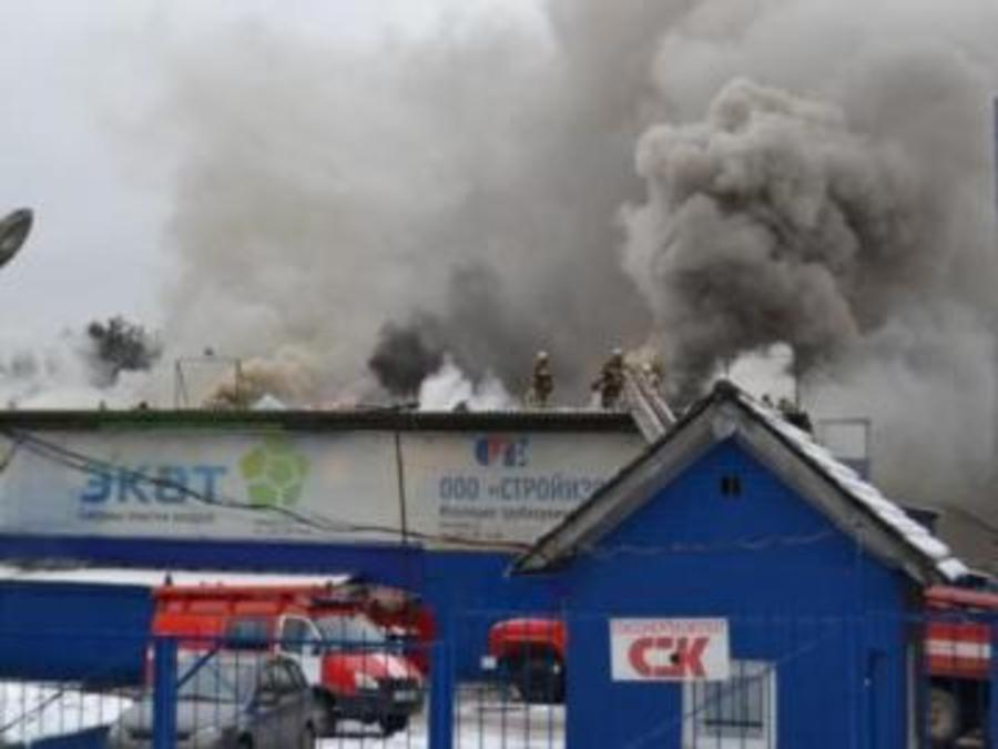 Пожар на комплексе политеха в Перми тушили более 9 часов - фото 1