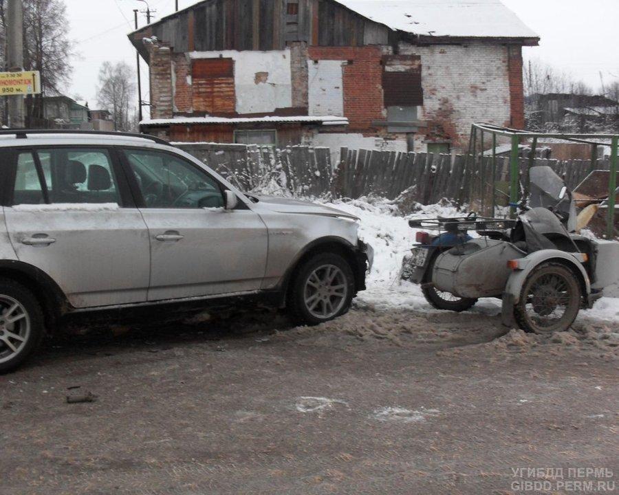 В Лысьве БМВ подбила мотоцикл