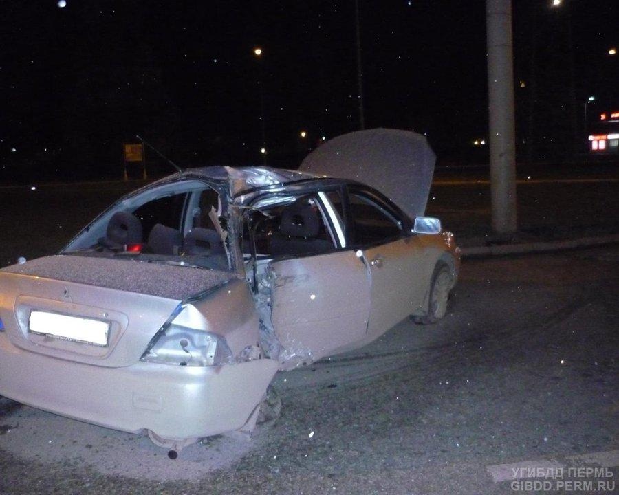 В Перми в автоаварии погиб пассажир, еще трое попали в больницу