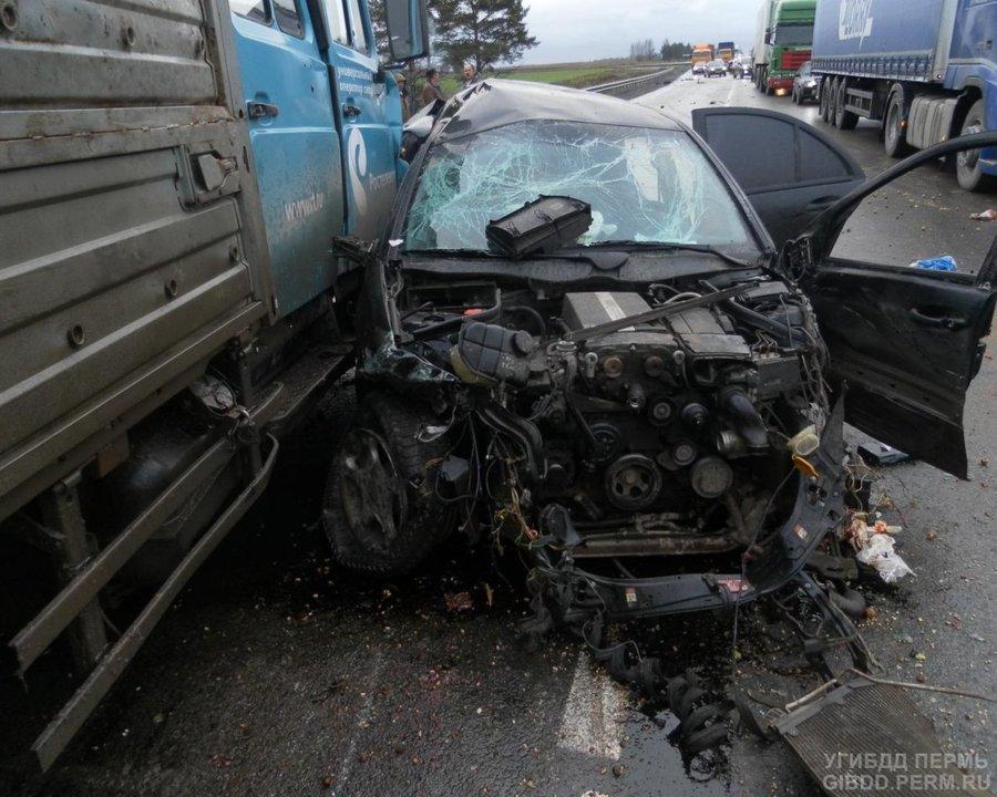 В автоаварии в Кунгурском районе 2 человека погибли, 4 ранены