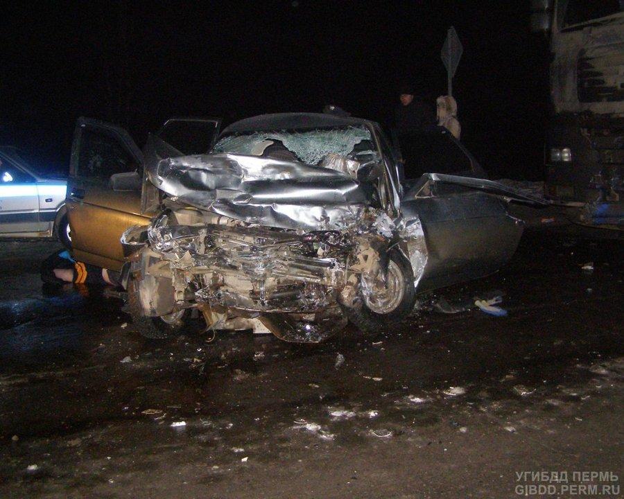 В Карагайском районе в столкновении с фурой погибли водитель и пассажир «десятки»