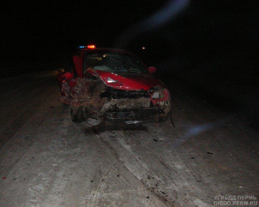 В Краснокамском районе в лобовом столкновении автомобилей погиб пассажир ВАЗа - фото 1