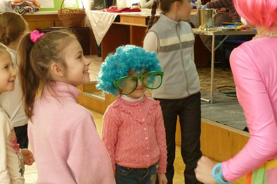 В Перми волонтеры провели новогоднюю ярмарку «В кругу друзей» - фото 1