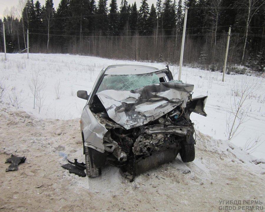 В Перми в столкновении трех автомобилей погиб водитель ВАЗа - фото 1