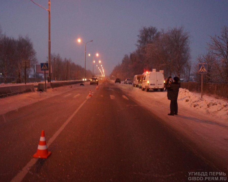 В Пермском районе женщина на Лексусе сбила женщину на переходе - фото 1