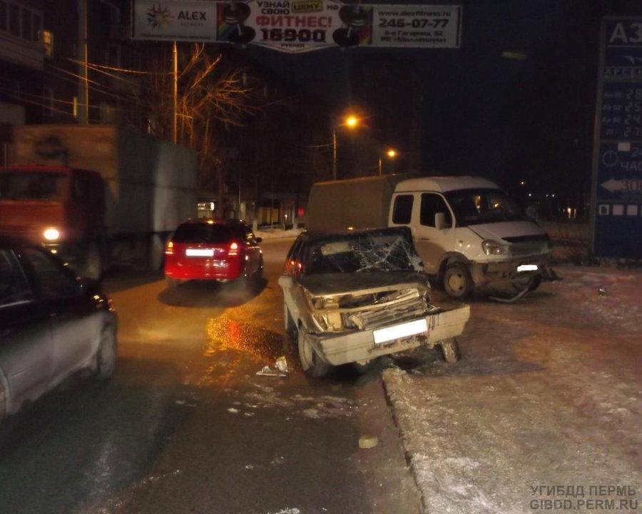 В Перми водитель «девятки» не уступил дорогу Газели - фото 1