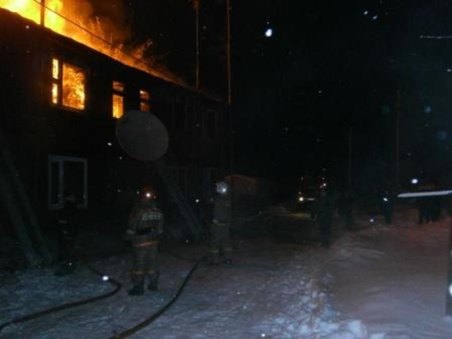 В Чернушке сгорел 14-квартирный дом, трое погибли, 20 человек — без жилья - фото 1