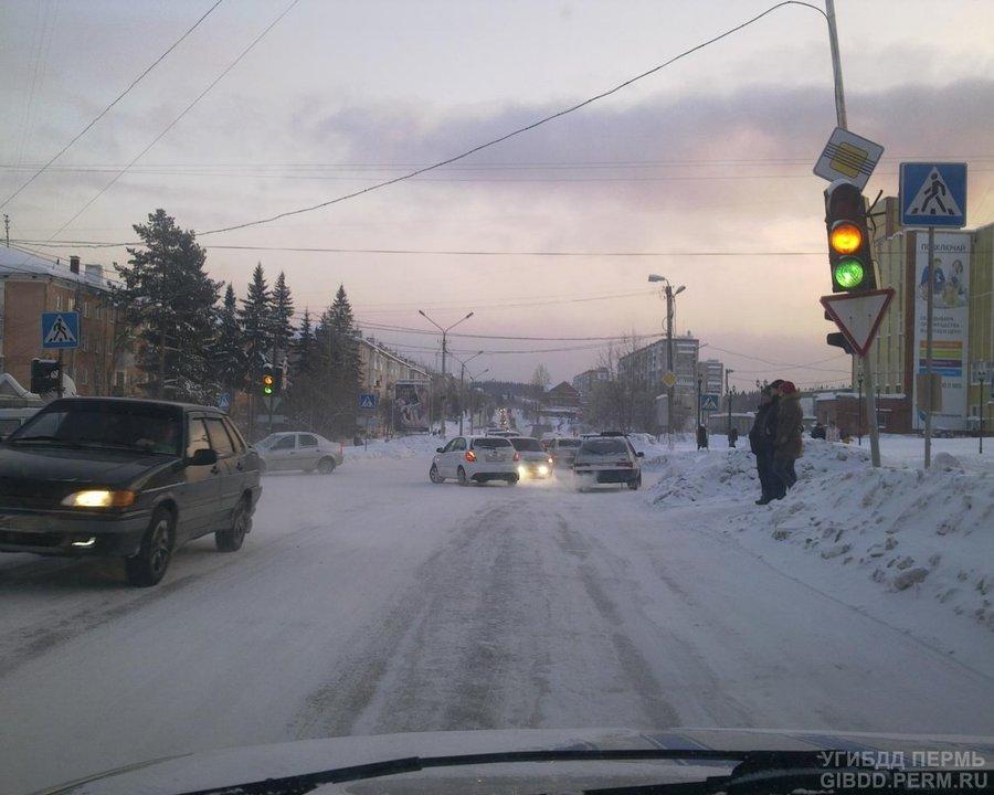 В Чусовом водитель Калины сбил пешеходов на переходе