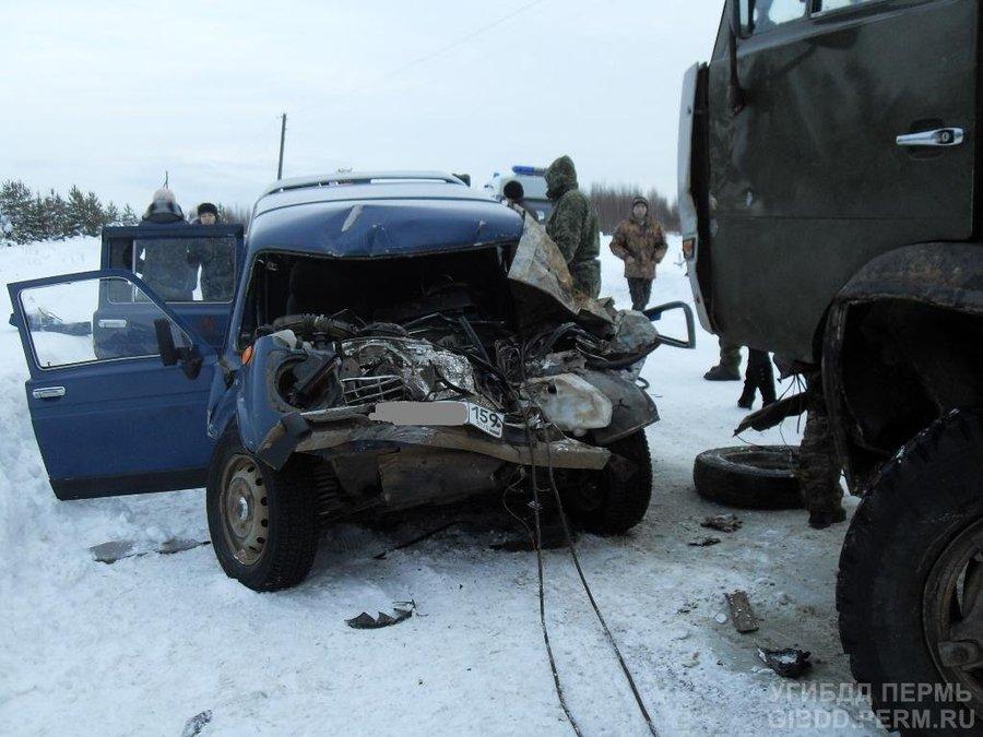 В Кочевском районе Нива врезалась в КАМАЗ