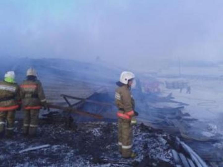 В Соликамске тушили горящий склад  по третьему рангу сложности