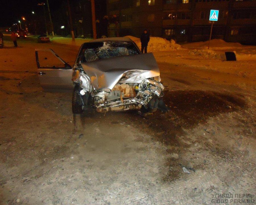 В Березниках пожарная машина врезалась в легковую - фото 1