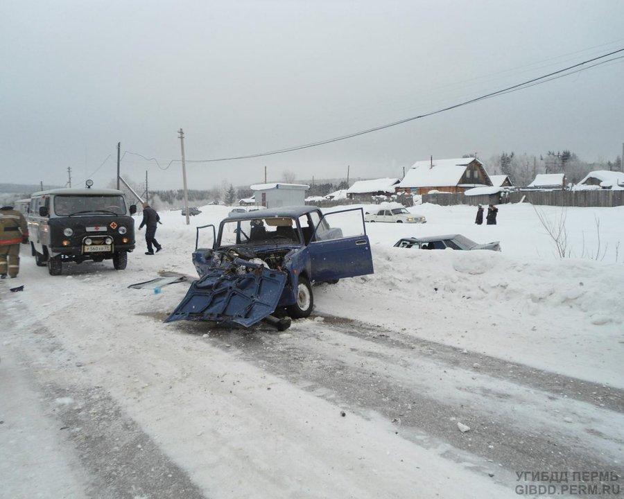 В Чердынском районе в столкновении двух ВАЗов пострадали три человека
