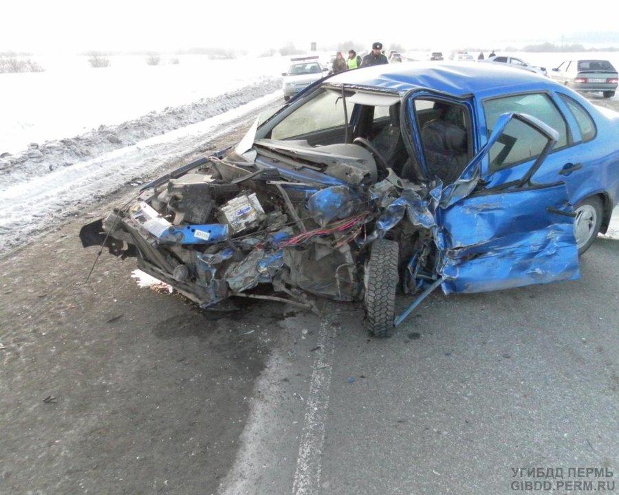 На трассе Пермь - Екатеринбург в ДТП травмированы пять человек - фото 1