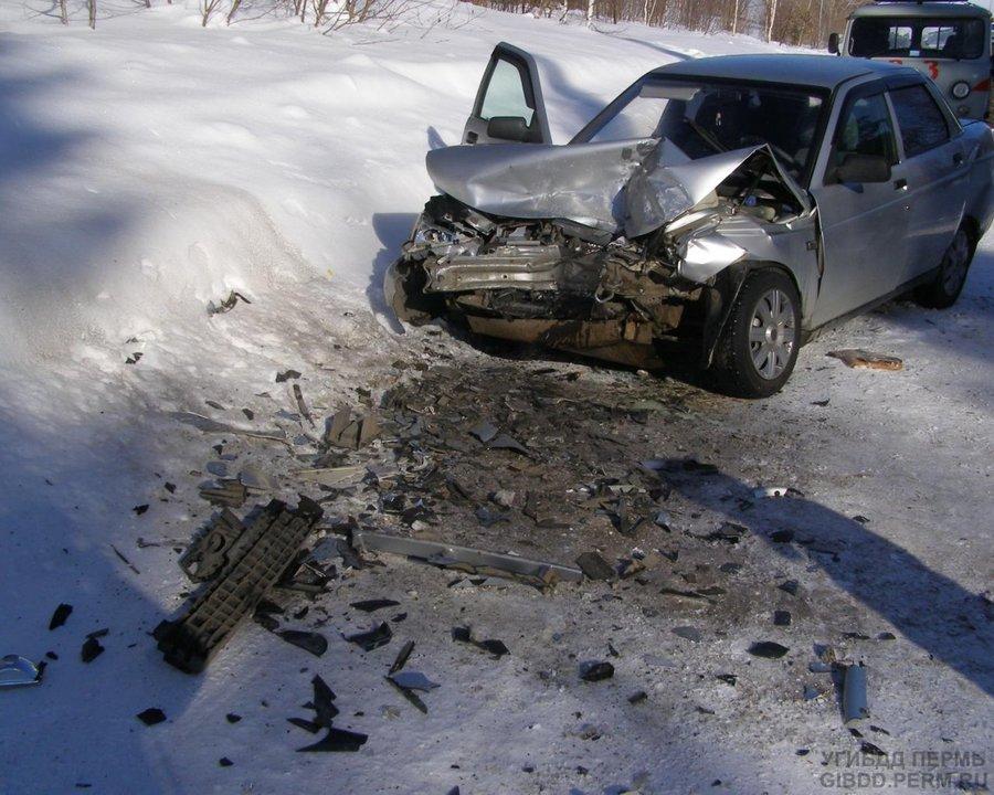 В Октябрьском районе в столкновении двух ВАЗов пострадали три человека