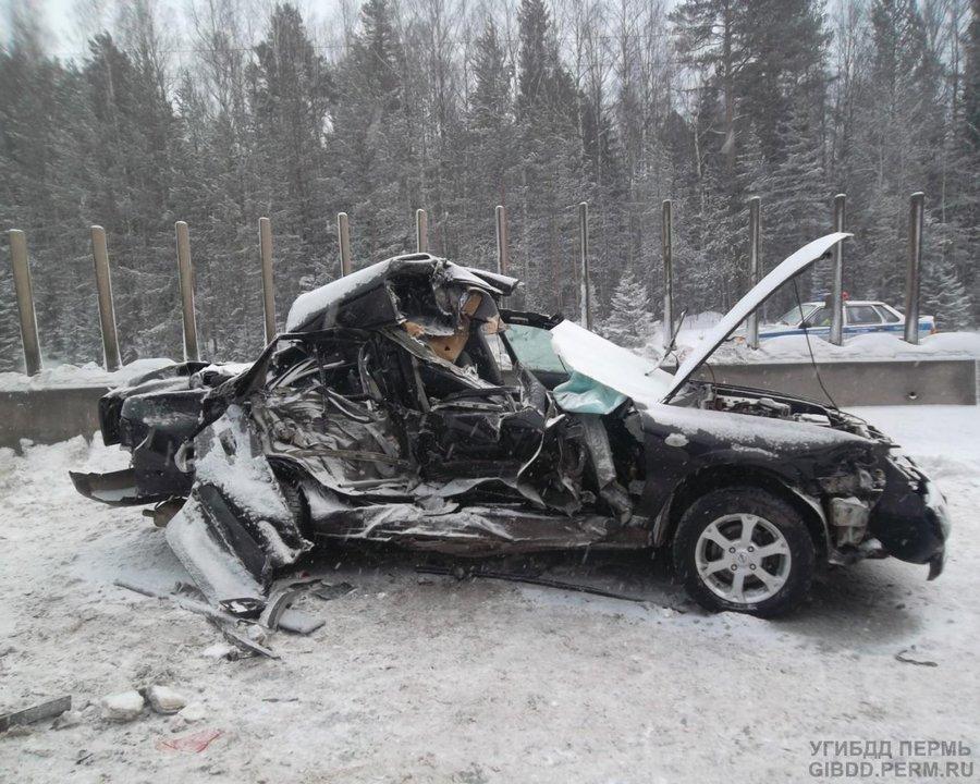 В пригороде Перми в столкновении Ниссана с двумя автомобилями погиб пассажир - фото 1