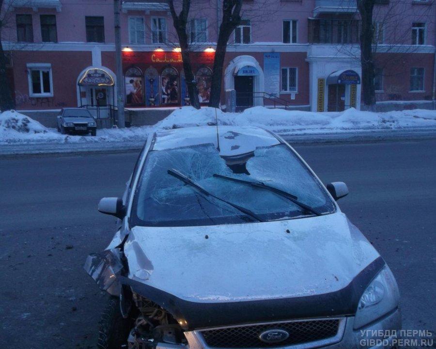 В Перми неизвестный попал под колеса Форда - фото 1