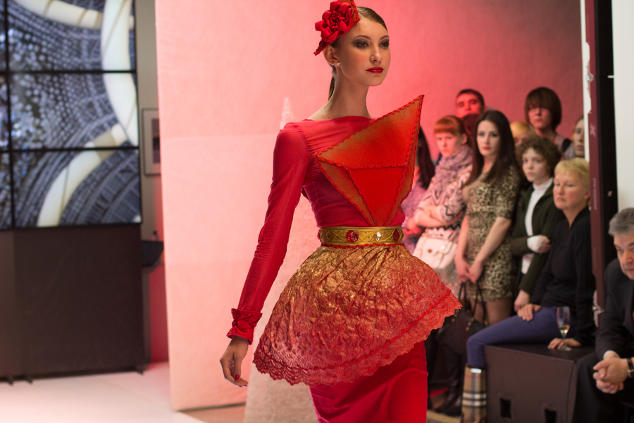 Фестиваль «Красное платье-2013»: красный цвет сделает красавицей любую - фото 1