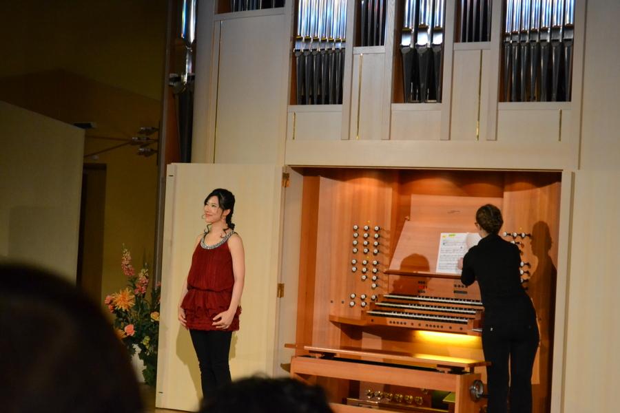 Маленькая японская девушка сыграла на самом большом в Перми инструменте