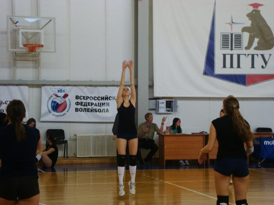 В первенстве Пермского политеха по волейболу победили студентки гумфака