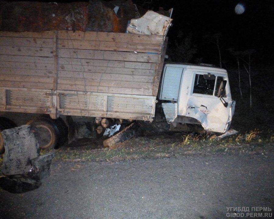 На автодороге Кукуштан - Чайковский УАЗ не разошелся с КАМАЗом