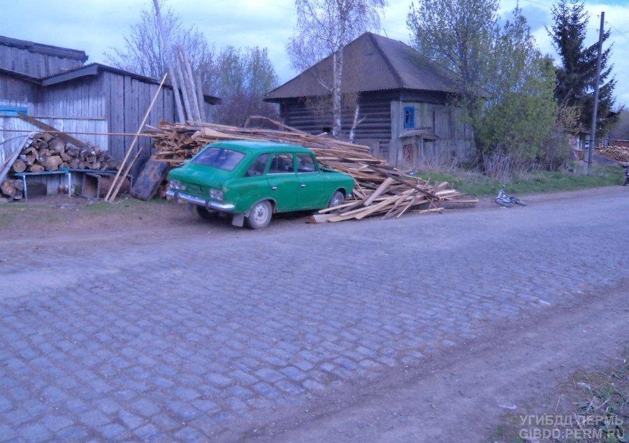 В Чусовском районе водитель Москвича сбил женщину с ребенком