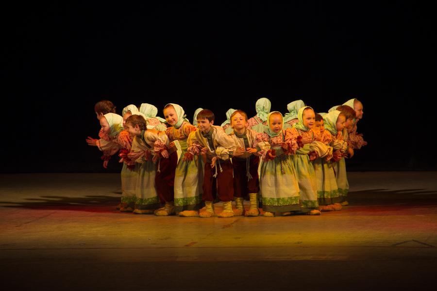 Ансамбль «Солнечная радуга» представил свой отчетный концерт - фото 1
