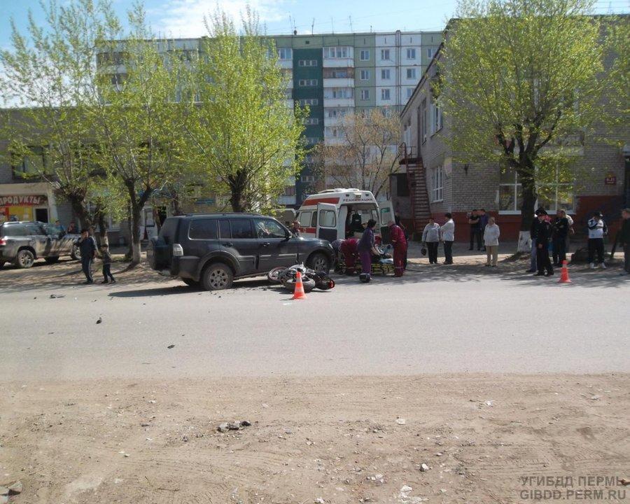 В Перми Мицубиси Паджеро сбил мотоциклиста - фото 1