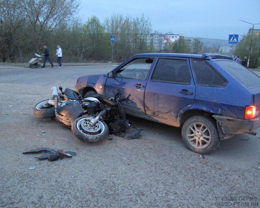 В Лысьве мотоциклист налетел на «девятку» - фото 1